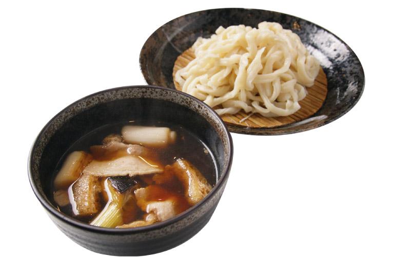 武蔵野うどんは、夏でも熱々のつけ汁で食べるべし